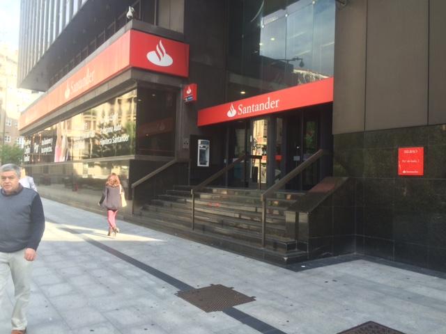 Condena al banco santander por la venta de aportaciones for Oficinas liberbank santander